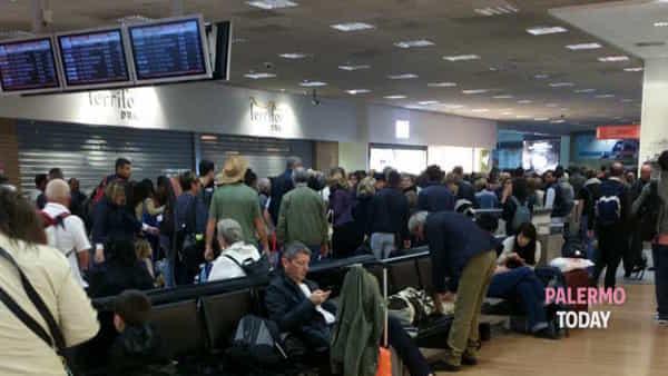 Personale Ksm in stato d'agitazione, disagi per i passeggeri in aeroporto