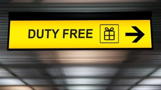 Duty free in aeroporto, che passione… E gli italiani rischiano di restare a terra