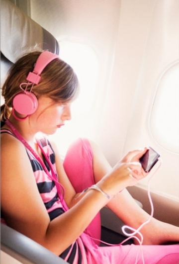 Cellulare in aereo: che cosa succede se lo dimentichi acceso