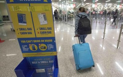 Aerei, «troppi bagagli gratis in stiva»  Ryanair potrebbe cambiare le regole