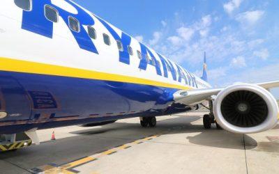 Viaggi a rischio: quest'estate i voli Ryanair potranno essere cancellati da un momento all'altro. A riportarlo è The Guardian. C'entrano la carenza di personale e gli scioperi