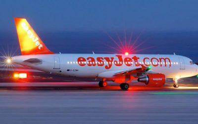 L'aereo è in ritardo di 12 ore, passeggero tira una testata in faccia allo steward