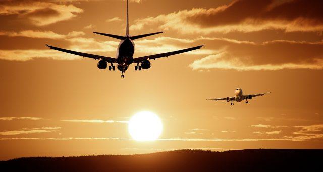 Voli aerei e la beffa del supplemento carburante: perché volare costa sempre di più