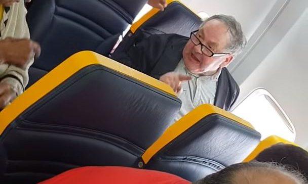 Identificato l'autore degli insulti razzisti sul volo Ryanair, ma non potrà essere perseguito