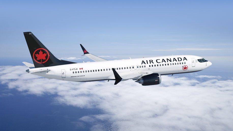 Canada, passeggera dimenticata in aereo: la denuncia su Facebook
