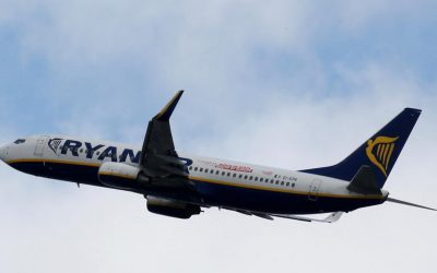 """Ryanair modifica di nuovo le tariffe sui bagagli, i consumatori: """"Intervenga l'Antitrust"""""""